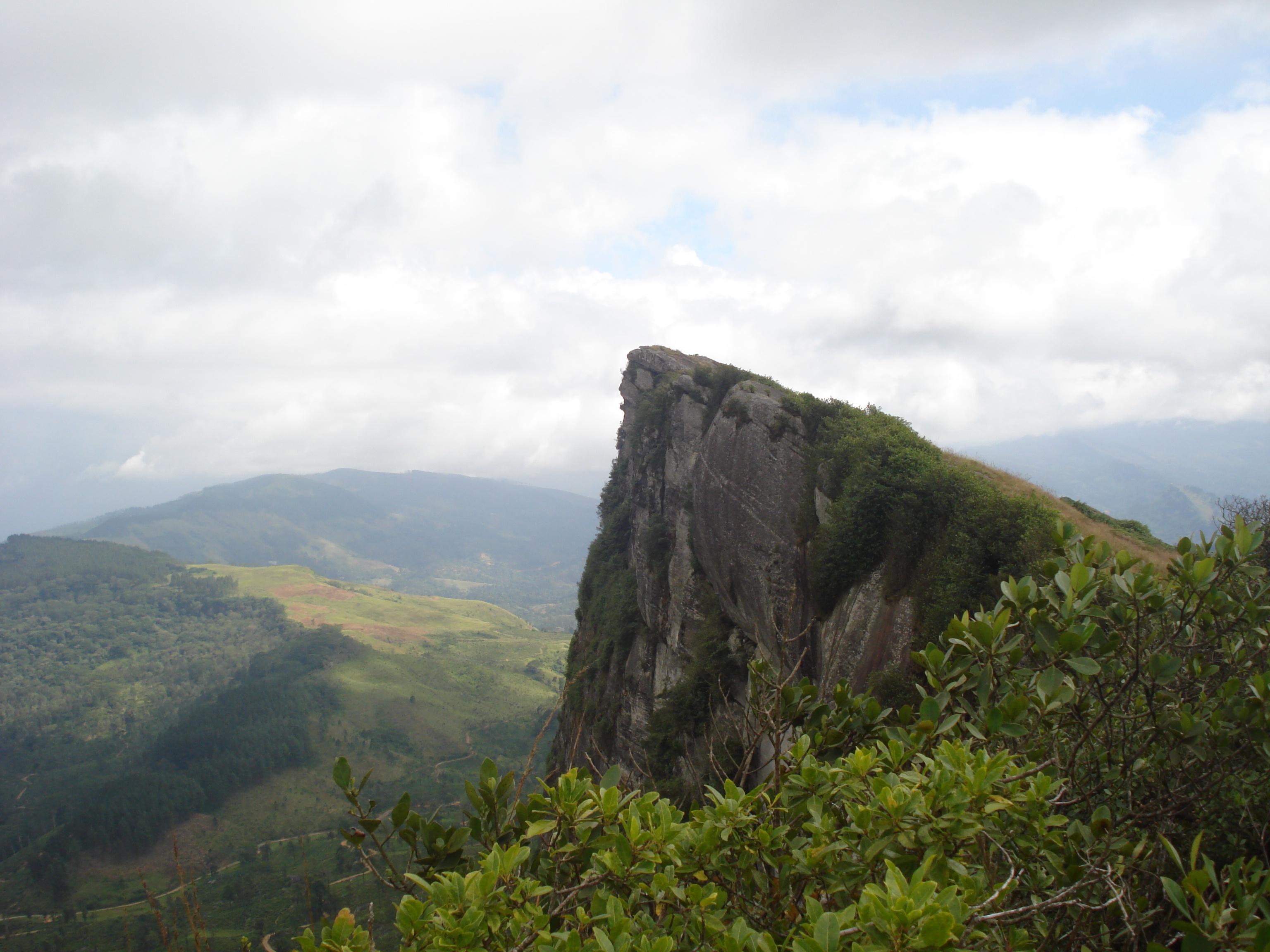 Hanthana Mountain Range - Kandy